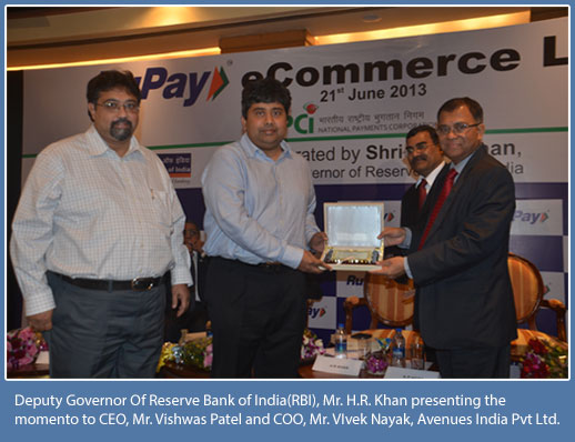 Deputy Governor of Reserve Bank of India(RBI), Mr.H.R. Khan presenting the momento to CEO, Mr. Vishwas Patel and COO, Mr. Vivek Nayak, Avenues India Pvt Ltd.